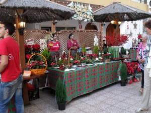 Stand mit Weihnachtsgestecken